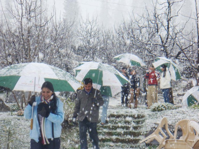 Tourists enjoying snowfall2